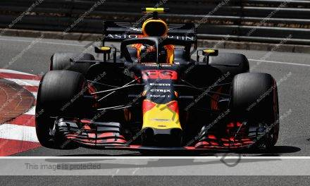 Verstappen crasht in laatste training
